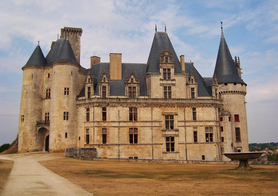 Château de La Rochefoucauld, trésor architectural de région bordelaise